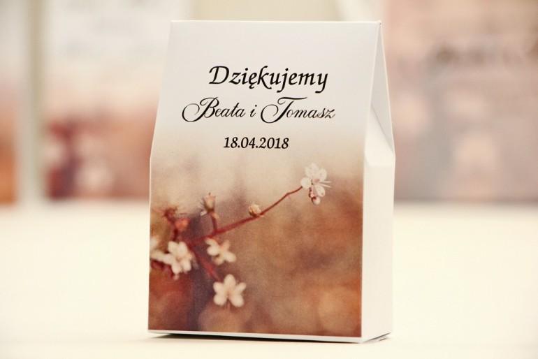 Pudełeczko stojące na cukierki, podziękowania dla Gości weselnych - Elegant nr 16 - Kwiaty wiśni - Kwiatowe dodatki ślubne