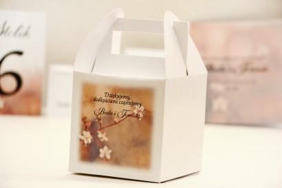 Pudełko na ciasto kwadratowe, tort weselny - Elegant nr 16 - Drobne kwiaty jabłoni - kwiatowe dodatki ślubne