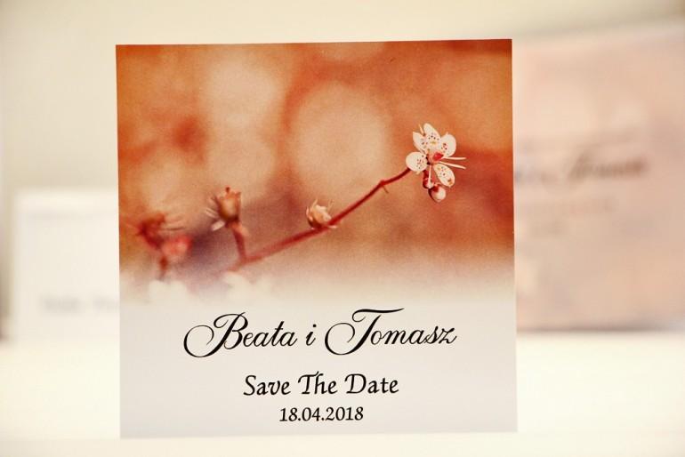 Bilecik Save The Date do zaproszenia ślubnego - Elegant nr 16 - Delikatne kwiaty wiśni