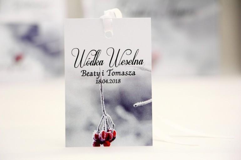 Zawieszka na butelkę, wódka weselna, ślub - Elegant nr 17 - Zimowa jarzębina - kwiatowe dodatki ślubne