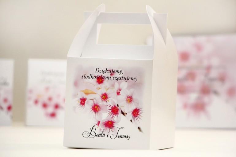 Pudełko na ciasto kwadratowe, tort weselny - Elegant nr 22 - Kwiaty wiśni - kwiatowe dodatki ślubne