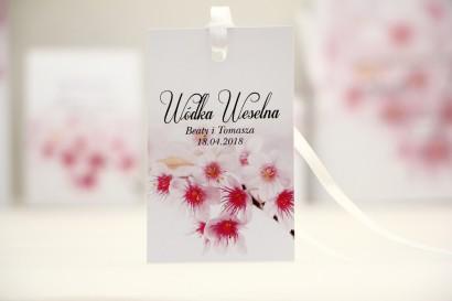 Zawieszka na butelkę, wódka weselna, ślub - Elegant nr 23 - Kwiaty wiśni - kwiatowe dodatki ślubne