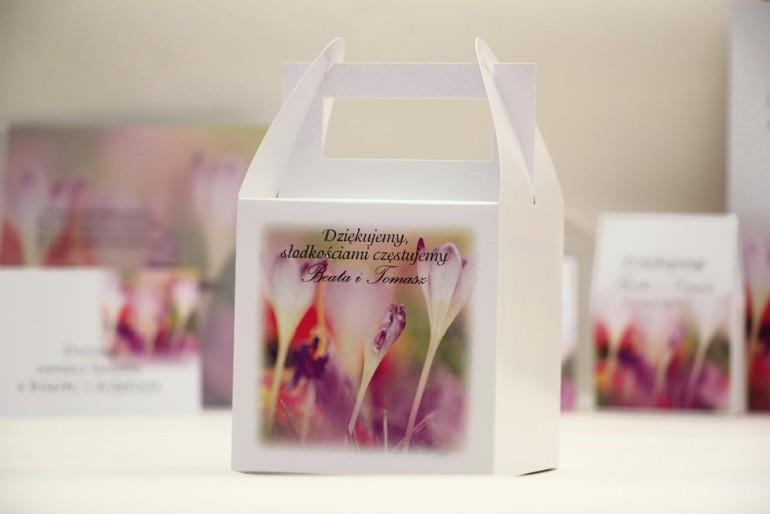 Pudełko na ciasto kwadratowe, tort weselny - Elegant nr 24 - Krokusy - kwiatowe dodatki ślubne