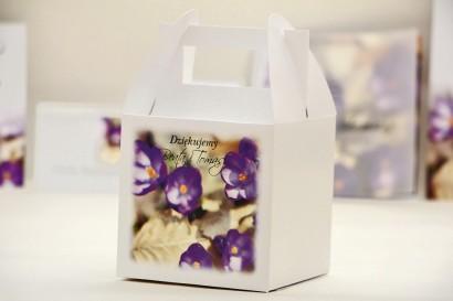 Pudełko na ciasto kwadratowe, tort weselny - Elegant nr 26 - Fioletowe krokusy - kwiatowe dodatki ślubne