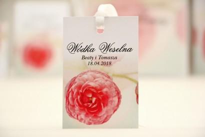Zawieszka na butelkę, wódka weselna, ślub - Elegant nr 27 - Różowe jaskry - kwiatowe dodatki ślubne