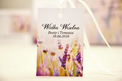 Zawieszka na butelkę, wódka weselna, ślub - Elegant nr 28 - Lawendowe pole - kwiatowe dodatki ślubne