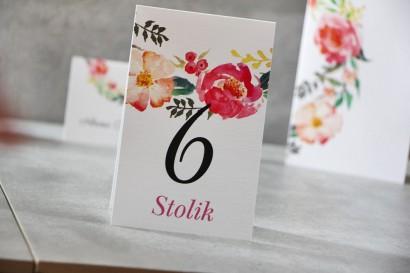 Numery stolików, stół weselny, Ślub - Pistacjowe nr 3 - Intensywne kwiaty w barwach różu