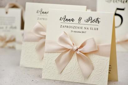 Zaproszenie ślubne z kokardką tłoczeniem - Belisa nr 5 - Kremowe ecru