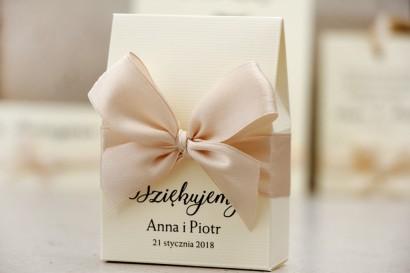 Pudełeczko stojące na cukierki, podziękowania dla Gości weselnych - Belisa nr 5 - kremowa z kokardką, eleganckie dodatki ślubne