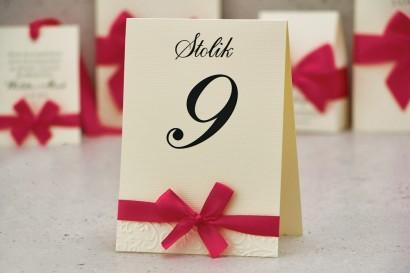 Numery stolików, stół weselny, ślub - Belisa nr 7 - Amarantowe, z kokardką, eleganckie dodatki ślubne