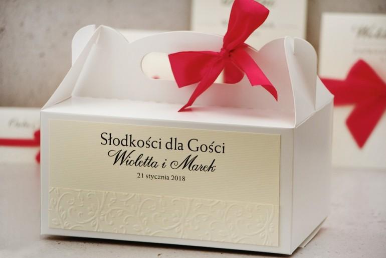 Prostokątne pudełko na ciasto, tort weselny, ślub - Belisa nr 7 - Amarantowa kokardka, z tłoczeniem