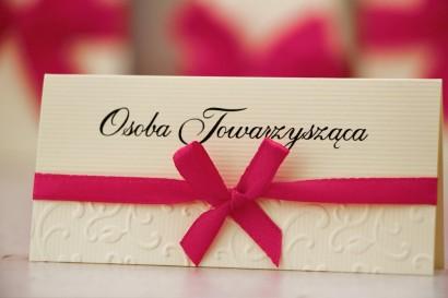 Winietki na stół weselny, ślub - Belisa nr 7 - Amarant - dodatki ślubne z kokardką