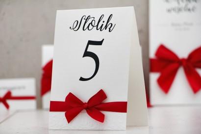 Numery stolików, stół weselny, ślub - Belisa nr 2 - Czerwone, klasyczna czerwień, dodatki ślubne z kokardką, eleganckie