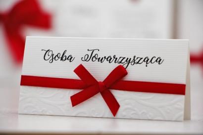 Winietki na stół weselny, ślub - Belisa nr 2 - Czerwień - dodatki ślubne z kokardką