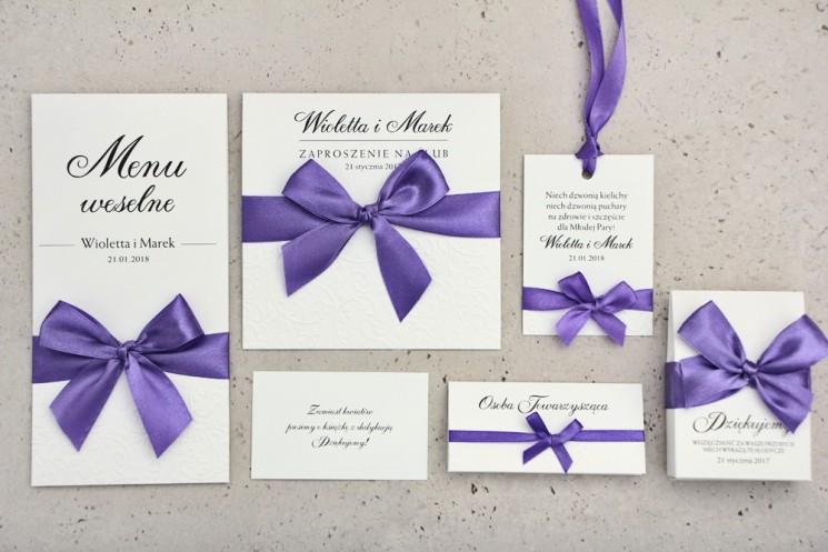 Zaproszenie ślubne z dodatkami - Belisa nr 4 - Intensywny fiolet - Z elegancką kokardą i tłoczeniem