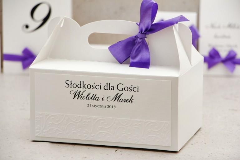 Prostokątne pudełko na ciasto, tort weselny, ślub - Belisa nr 4 - dodatki ślubne z kokardką i tłoczeniem