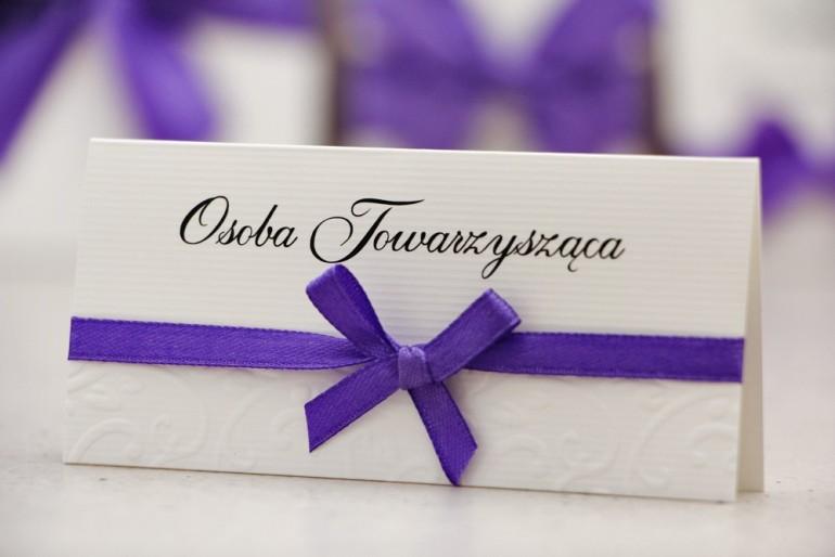 Winietki na stół weselny, ślub - Belisa nr 4 - Fioletowe - dodatki ślubne z kokardką