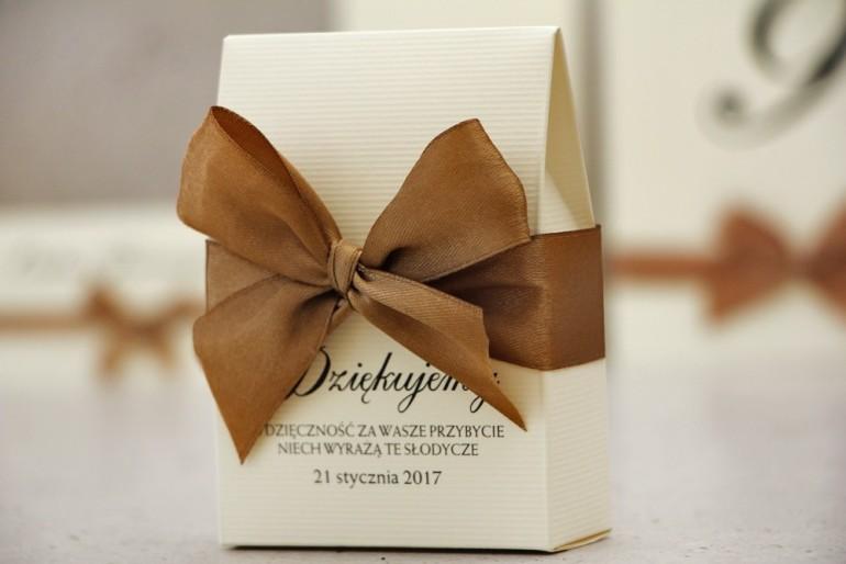 Pudełeczko stojące na cukierki, podziękowania dla Gości weselnych - Belisa nr 1 - Jasno brązowe dodatki ślubne, z kokardką