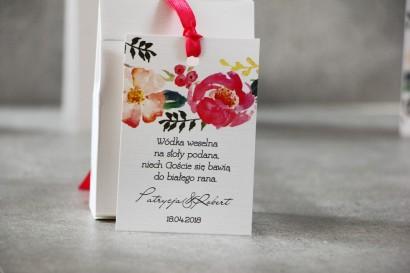 Zawieszka na butelkę, Wódka weselna, ślub - Pistacjowe nr 3 - Kwiaty w intensywnych barwach różu i łososiowym