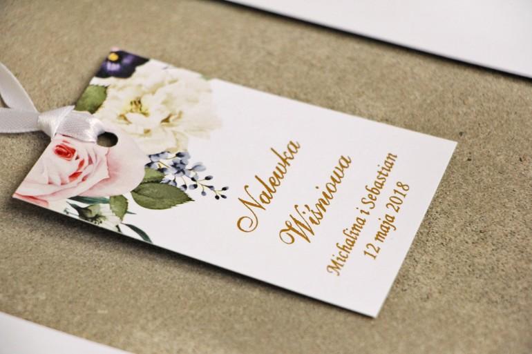 Zawieszka na butelkę, wódka weselna, ślub - Sorento nr 1 - Pudrowe kwiaty - kwiatowe dodatki ślubne ze złoceniem