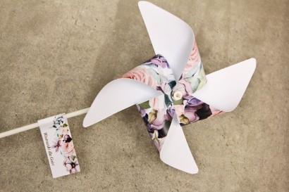 Wiatraczki - Sorento nr 2 - dodatki ślubne ze złoceniem - liliowe pastelowe kwiaty