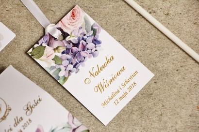 Zawieszka na butelkę, wódka weselna, ślub - Sorento nr 2 - Liliowe kwiaty - kwiatowe dodatki ślubne ze złoceniem
