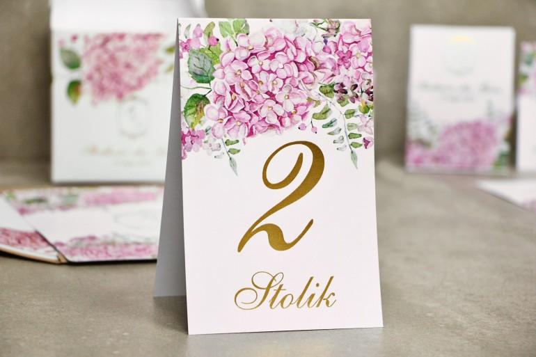 Numery stolików, stół weselny, ślub - Sorento nr 6 - Różowe hortensje - dodatki ślubne ze złoceniem