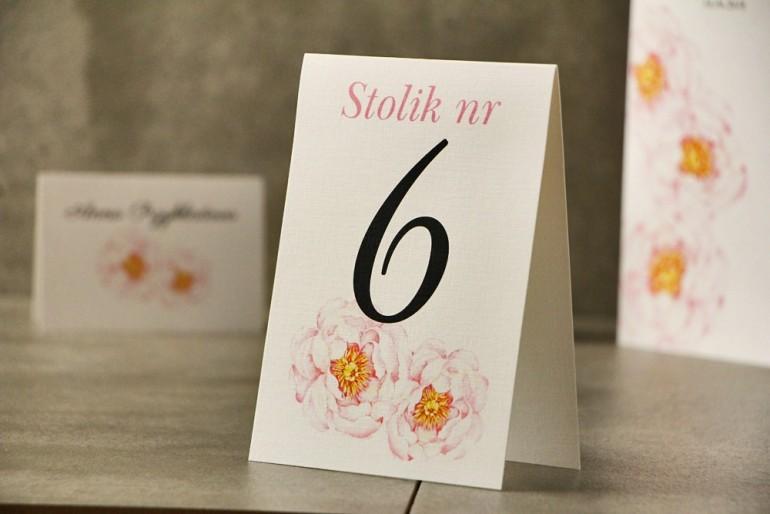 Numery stolików, stół weselny, Ślub - Pistacjowe nr 4 - Delikatne pudrowe piwonie