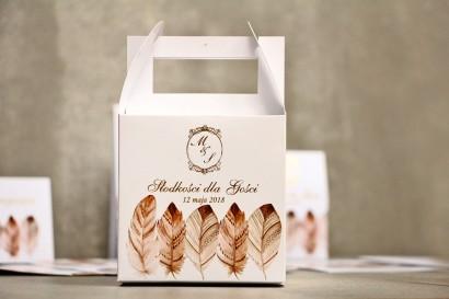 Pudełko na ciasto kwadratowe, tort weselny - Sorento nr 10 - Piórka boho - dodatki ślubne ze złoceniem