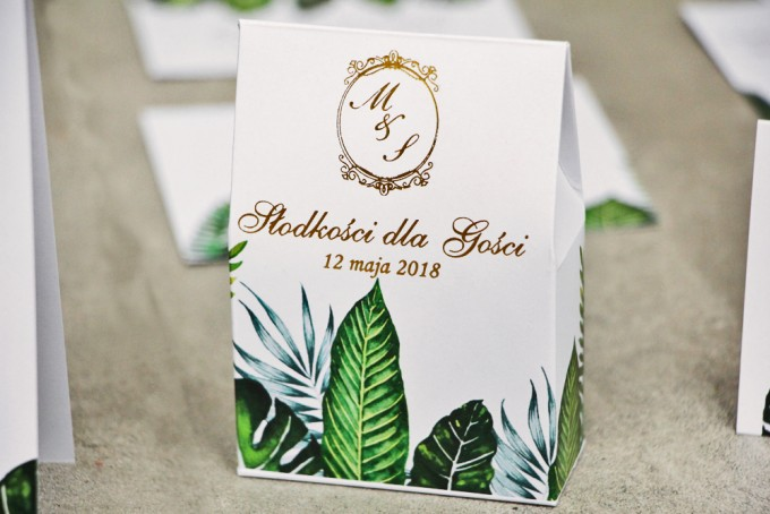 Pudełeczko stojące na cukierki, podziękowania dla Gości weselnych - Sorento nr 12 - Tropikalne liście - ze złoceniem