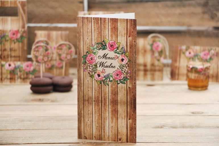 Menu weselne, stół weselny - Rustykalne nr 1 - Różowe kwiaty na tle drewna - dodatki ślubne, akcesoria na stół weselny