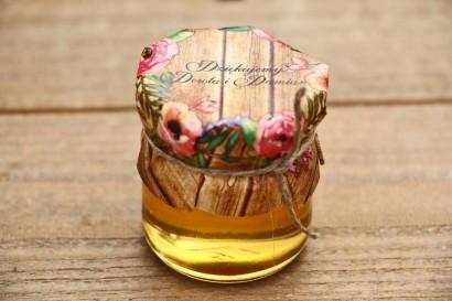 Słoiczki z miodem, podziękowania dla Gości weselnych - Rustykalne nr 1 - Różowe kwiaty na tle drewna