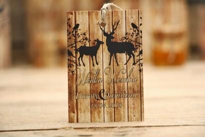 Zawieszka na butelkę, wódka weselna, ślub - Rustykalne nr 3 - Jelenie na tle drewna - dodatki ślubne