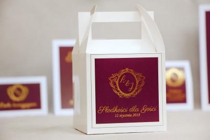 Pudełko na ciasto kwadratowe, tort weselny - Sonata nr 6 - Burgund, czerwone wino - dodatki ślubne ze złoceniem