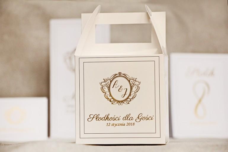 Pudełko na ciasto kwadratowe, tort weselny - Sonata nr 9 - Klasyczna biel - dodatki ślubne ze złoceniem