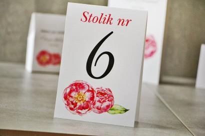 Numery stolików, stół weselny, Ślub - Pistacjowe nr 6 - Amarantowe piwonie