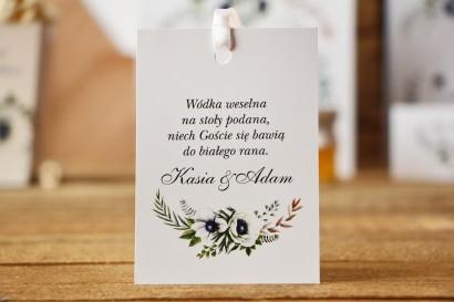 Zawieszka na butelkę, wódka weselna, ślub - Kalia nr 3 - Białe anemony - kwiatowe dodatki ślubne