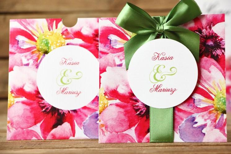 Zaproszenia ślubne w etui - Malowane Kwiaty nr 7 - Amarantowe kwiaty z kokardą