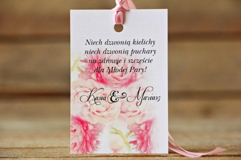 Zawieszka na butelkę, wódka weselna, ślub - Malowane Kwiaty nr 9 - Pudrowe piwonie - dodatki ślubne