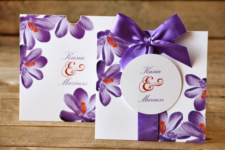 Zaproszenia ślubne w etui - Malowane Kwiaty nr 10 - Fioletowe krokusy - z kokardą