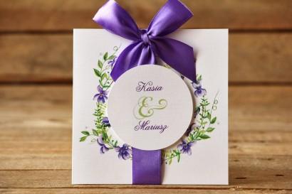 Zaproszenia ślubne w etui - Malowane Kwiaty nr 11 - Fioletowe bratki - z kokardą