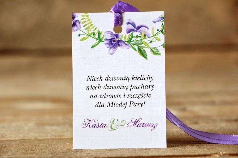 Zawieszka na butelkę, wódka weselna, ślub - Malowane Kwiaty nr 11 - Fioletowe bratki - dodatki ślubne