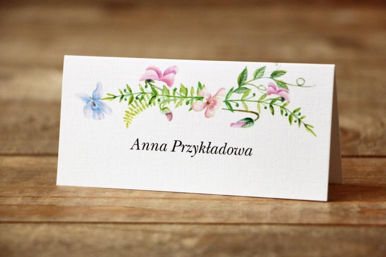Winietki, wizytówki na stół weselny - Delikatne, pastelowe kwiaty drobnych bratków