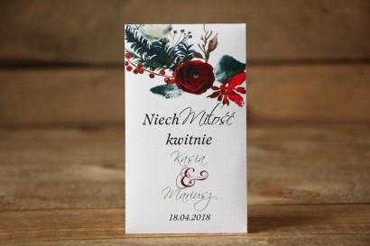 Nasiona, podziękowania dla gości weselnych - Elegancka, zimowa kompozycja z kwiatami róży, jarzębiną i gałązkami świerku