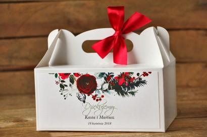 Pudełko na Ciasto Weselne, prostokątne - Elegancka, zimowa kompozycja z kwiatami róży, jarzębiną i gałązkami świerku