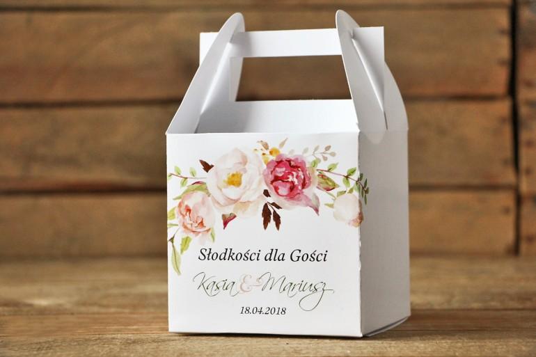 Pudełko na ciasto weselne - Delikatna pastelowa kompozycja kwiatów piwonii w otoczeniu jasnozielonych gałązek