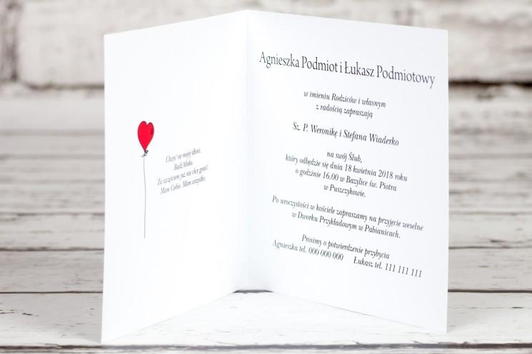 Zaproszenia ślubne Bueno nr 1 - Rysunkowa para w czerwonym latającym balonie dryfującym w chmurach- wnętrze
