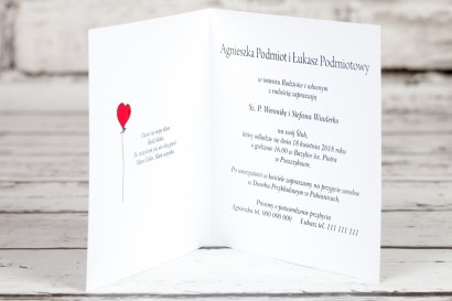 Wnętrze zaproszenia ślubnego Bueno nr 3 - Rysunek zakochanej Pary Młodej dryfującej w chmurach
