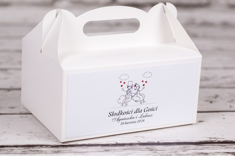 Pudełko prostokątne na ciasto weselne Bueno nr 3 - Rysunek zakochanej Pary Młodej dryfującej w chmurach