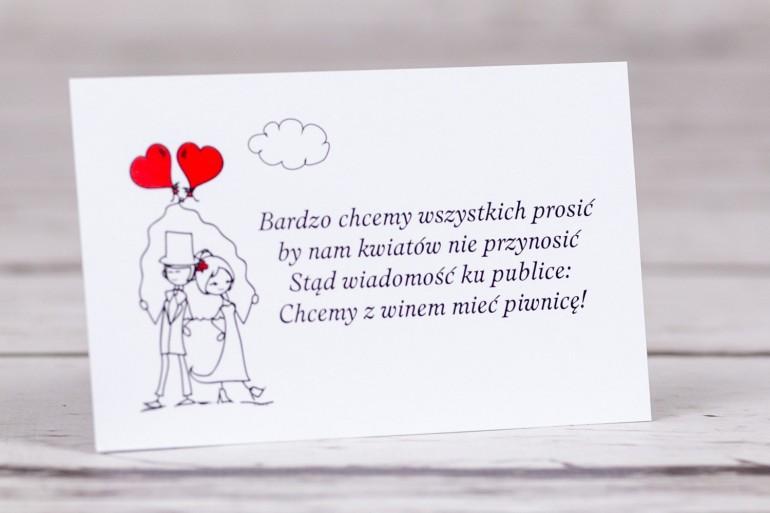 Bilecik do zaproszeń ślubnych z kolekcji Bueno nr 6 - Para Młoda z czerwonymi balonami w nieformalnym stylu rysunkowym
